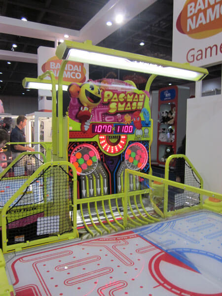 Pac-Man Smash Air Hockey