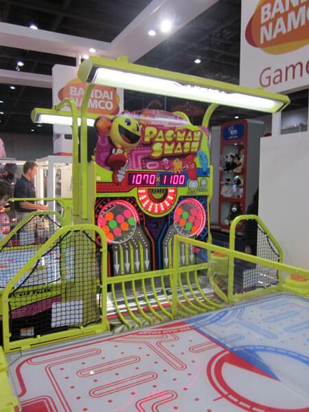 Pac-Man Smash Air Hockey