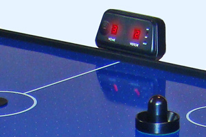 The digital scoring unit on the Gamesson L-Foot air hockey table