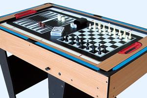 Playing chess on the BCE M4B-1F multi games table