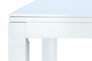 The gloss finish on the Piano White Phoenix pool table