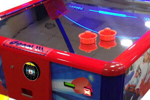 Contactless payment unit on an air hockey table