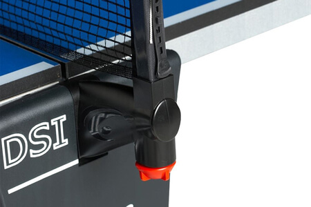 The DSI net folding system on a Cornilleau tennis table.