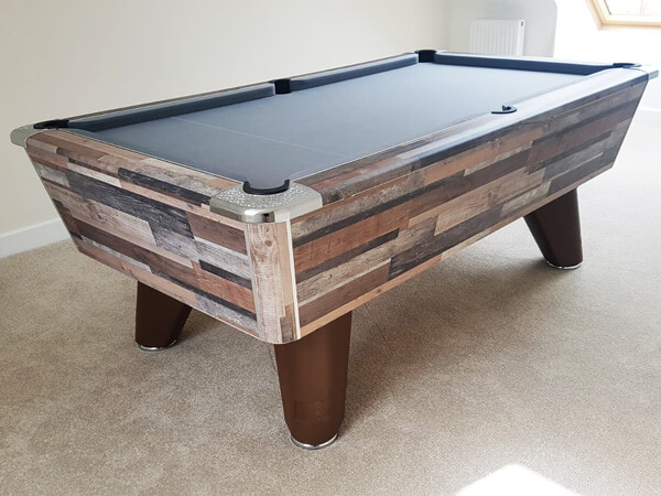 An Winner British pool table
